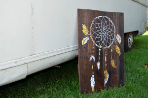 Hand painted ream catcher on a reclaimed pallet sign